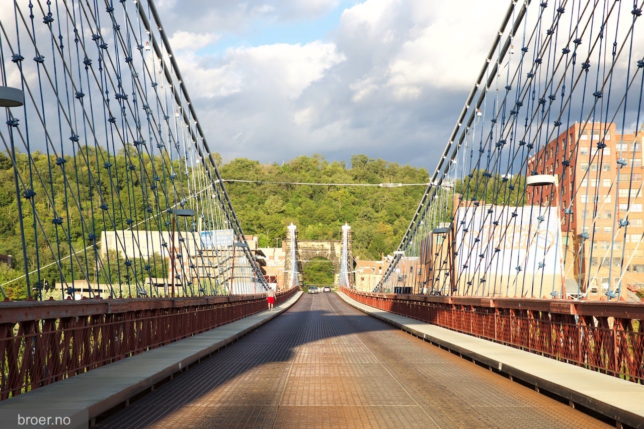 picture of Wheeling Suspension Bridge