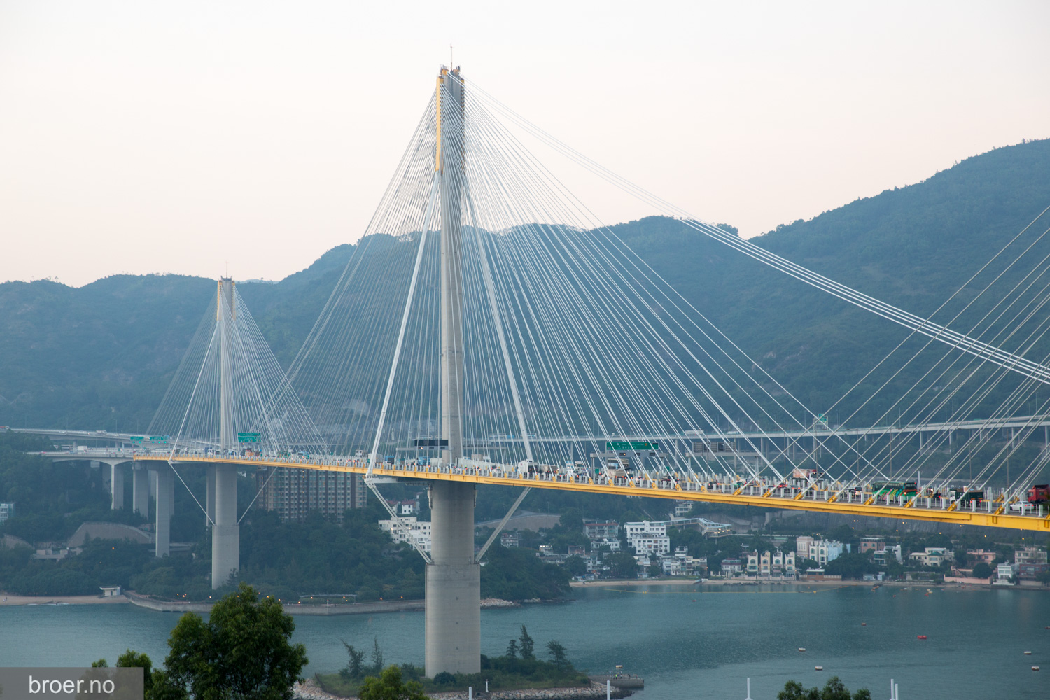 picture of Ting Kau Bridge