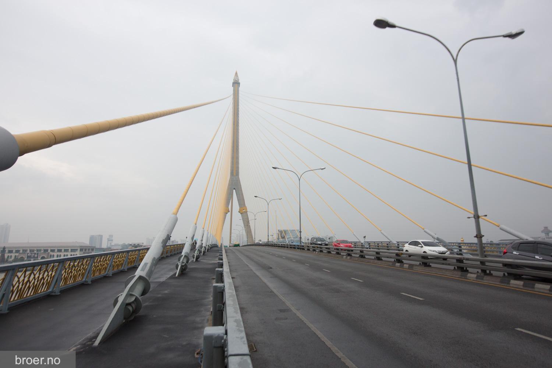 bilde av Rama VIII Bridge