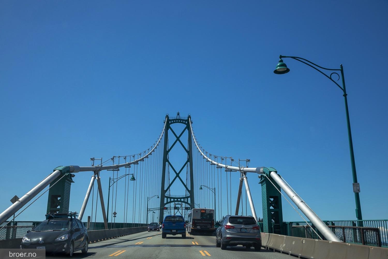 picture of Lions Gate Bridge