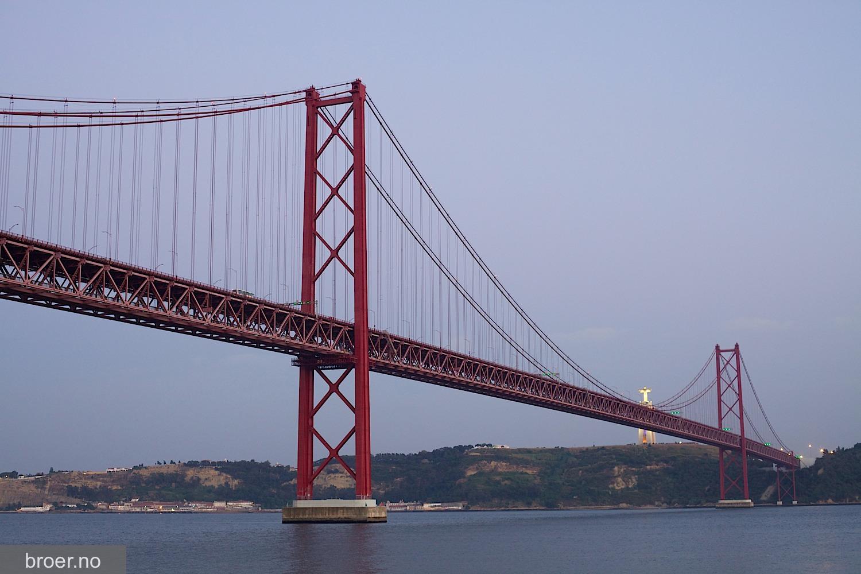 picture of 25 de Abril Bridge