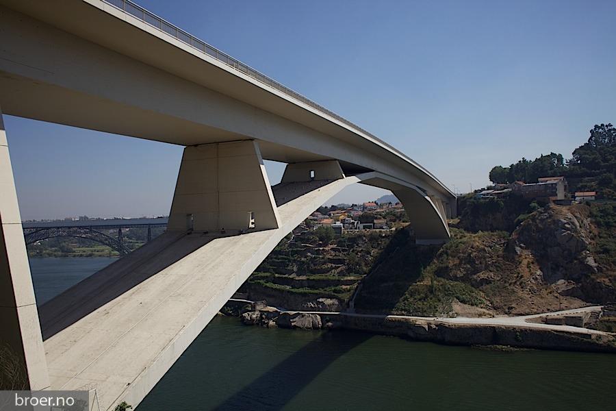 picture of Infante D. Henrique Bridge
