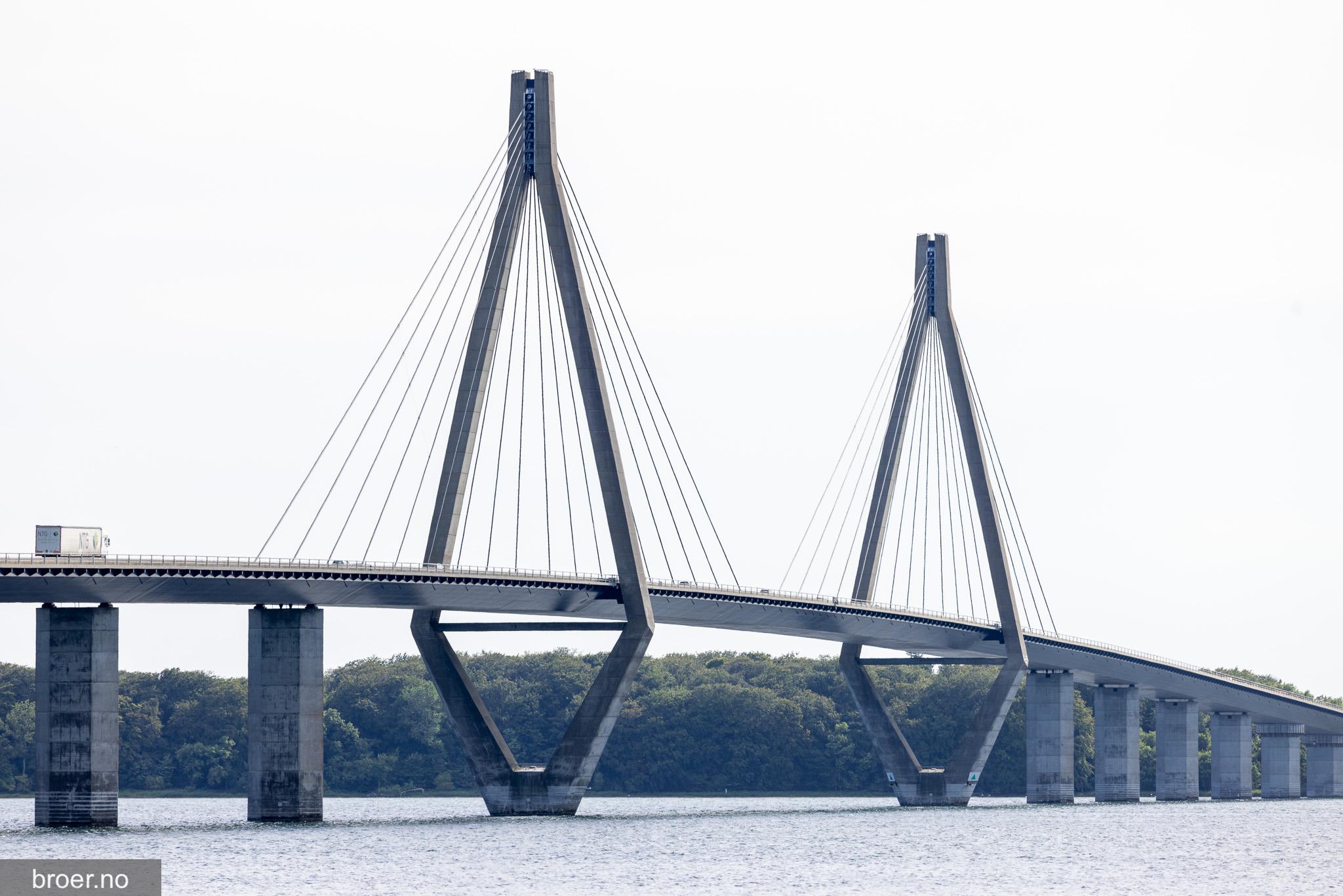 bilde av Farøbroene Høybroen
